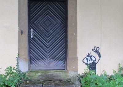 Alian door stepcropprd